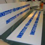 Profilbuchstaben und Logos aus Acrylglas und PVC
